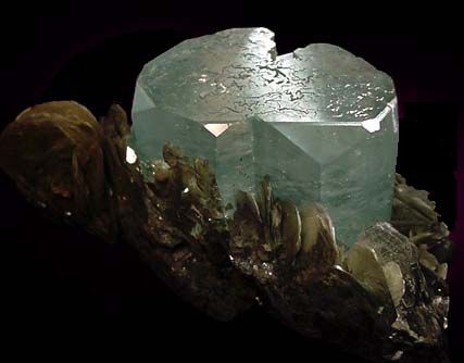 http://astro.rin.ru/images/article/199_aquamarine.jpg